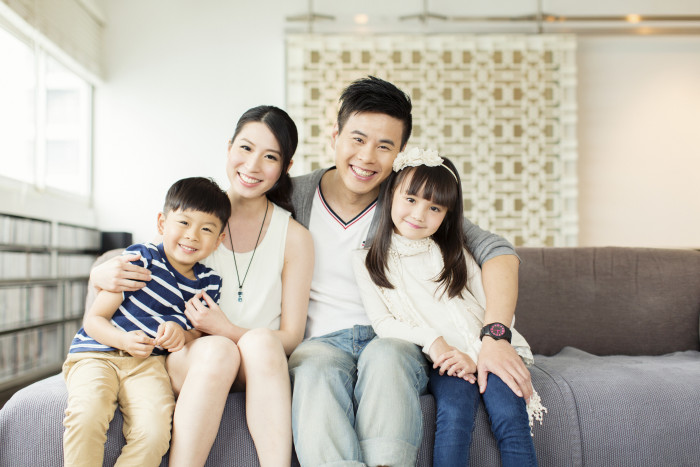 Young-Chinese-Family-in-Apartment-000040182158_XXXLarge